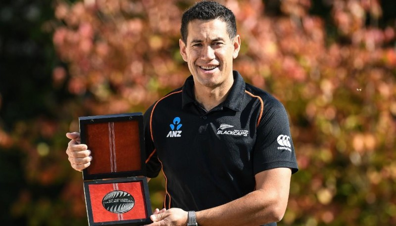 Ross Taylor with the Sir Richard Hadlee medal. Photo credit: Photosport
